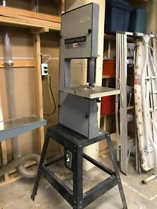 Bandsaw and dust collectionsystem