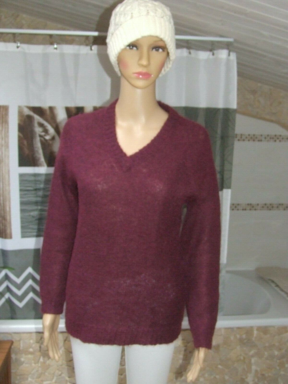Superbe pull prune  avec  50  %  mohair taille  38 / 40  comme neuf