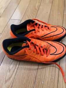 Nike indoor soccer cleats size US size 4