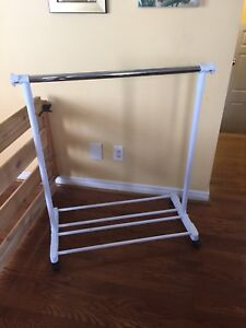 CLOTHING RACK - EXTENDABLE