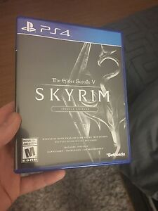 Selling mint condition Skyrim PS4 60$