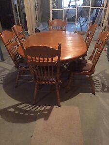 Dining table and 6 matching chairs