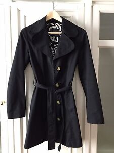 Aritzia Trench coat size small