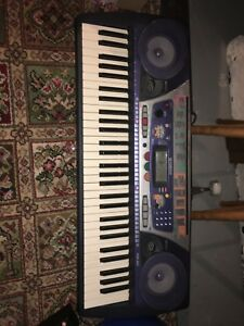 Yamaha keyboard with pedal