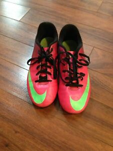 Nike Soccer Cleats --size 5Y