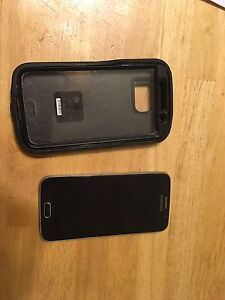 4 month old Samsung Galaxy S6 with otter box. Mint condition !