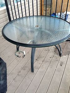 Free outdoor patio table