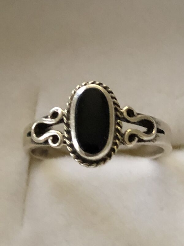 A Beautiful vintage Sterling Silver  Ornament Ring  With Black Onyx Size 7.5