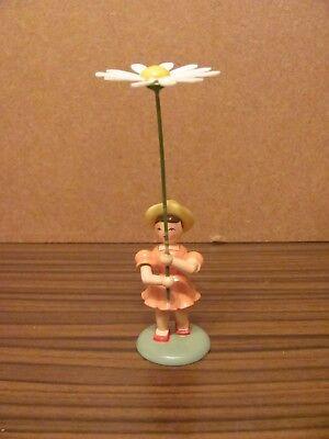 Blumenkind mit Gänseblume  von Blank aus dem Erzgebirge , Blumenkind