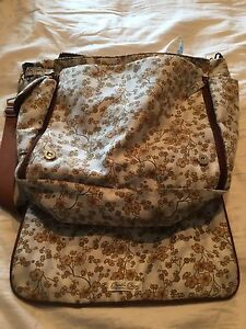 Bumble and Bumble Diaper Bag big !!new condition