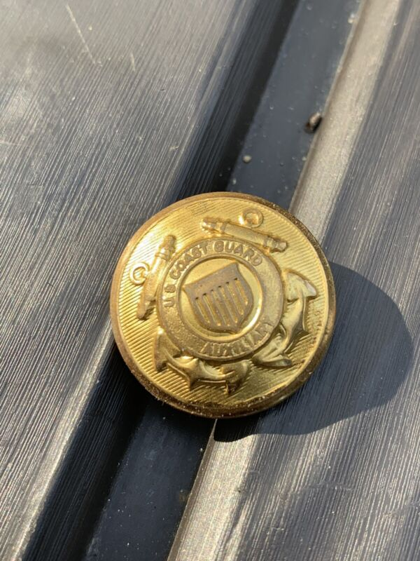 WATERBURY BUTTON CO. COAST GUARD AUXILIARY GOLD COLOR BUTTON