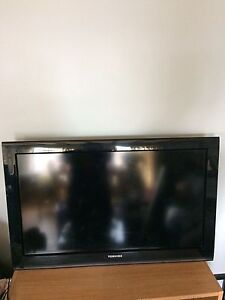 """31"""" toshiba flat screen with wall mount"""