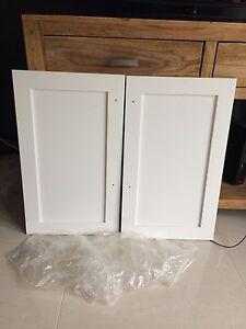 2 portes armoires polyester neuves