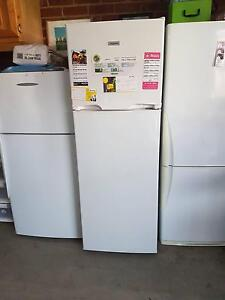 Hisense Fridge / Freezer 342L Mill Park Whittlesea Area Preview