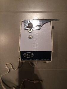 Ouvre boîte électrique Vintage de marque Rival
