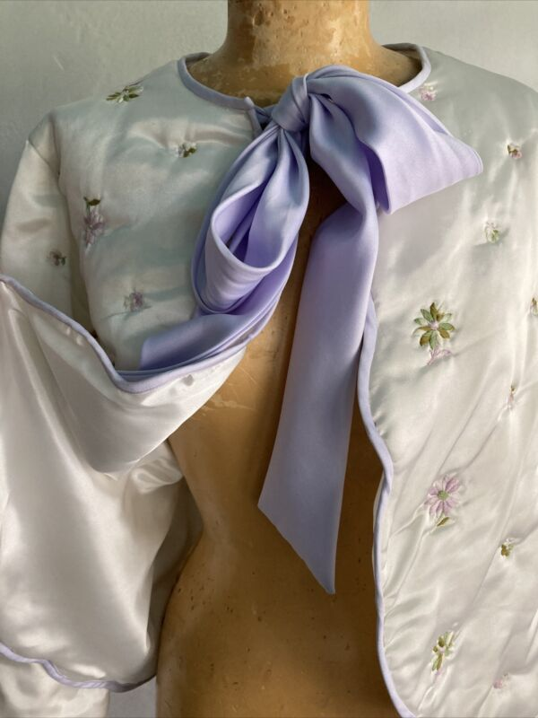 GEORGETTE TRABOLSI Silk Bed jacket With Lavendar Ribbon Tie