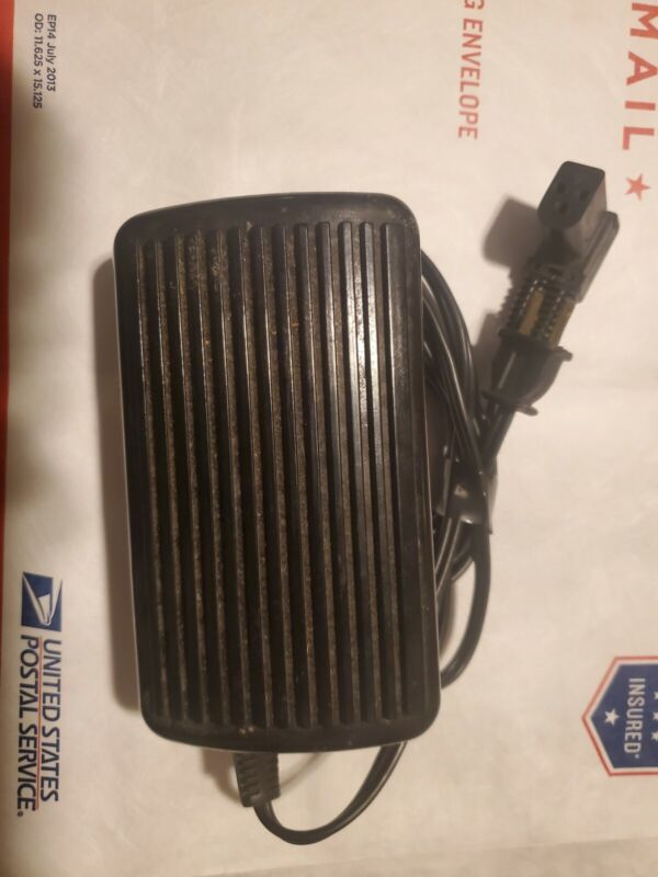 Singer Sewing Machine Foot Pedal 619494-002 3-prong Controller CR303