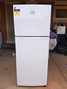 Fridge Kelvinator 280L in excellent condition. Valley View Salisbury Area Preview