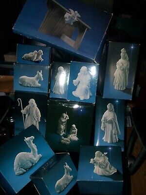 Avon Nativity Set 12 Porcelain Figurines in Boxes with Wood Stable