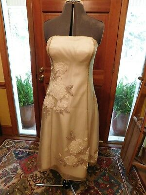 (STUNNING RIBBON APPLIQUE INFORMAL WEDDING DRESS OR SPECIAL OCCASION DRESS SZ 12)