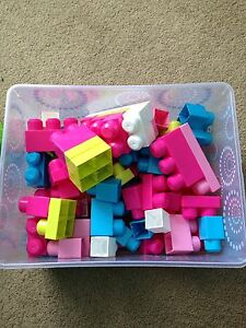 Mega blocks with container