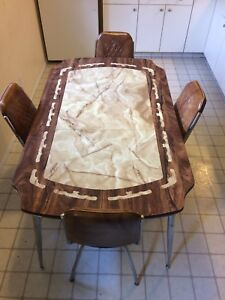 nice vintage kitchen table with 4 chairs