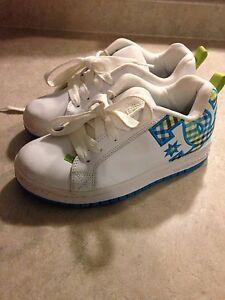 Kids dc shoes size 5