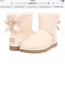 Mini Bailey Bow Uggs Size 9