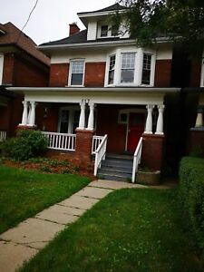 UPDATED LARGE 2 BEDROOM NEAR GAGE PARK BALSAM AVE SOUTH