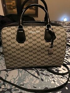 Authentic MK purse and wallett