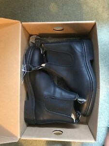 Never worn black BLUNDSTONES