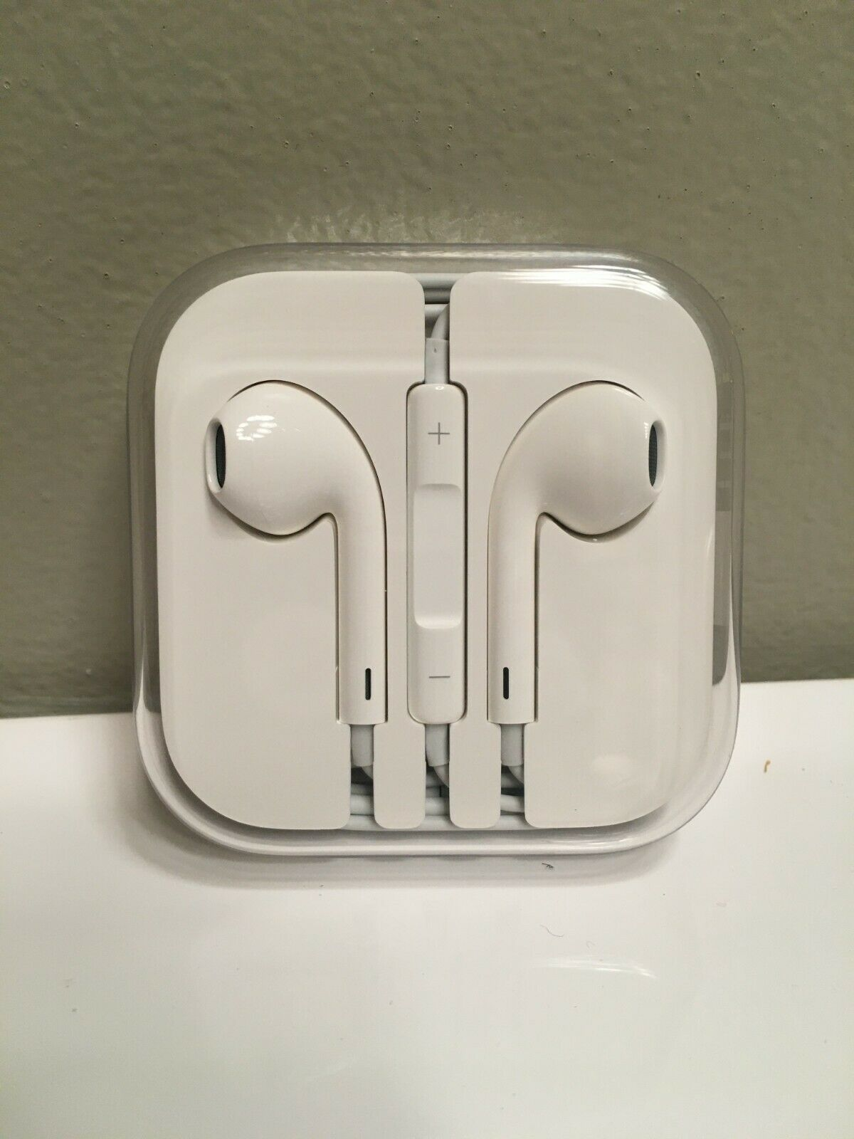 Original OEM Genuine Apple IPhone 8 Earphones Earpods Earbuds - $7.95
