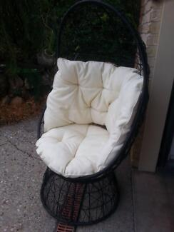 WICKER FREE STANDING EGG CHAIR WITH CUSHIONS ON SWIVEL BASE G.C.