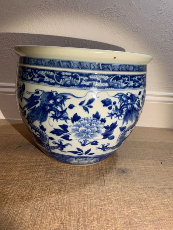 Chinese Export Oriental Porcelain Blue White Dragons Vase Flower Pot Qing