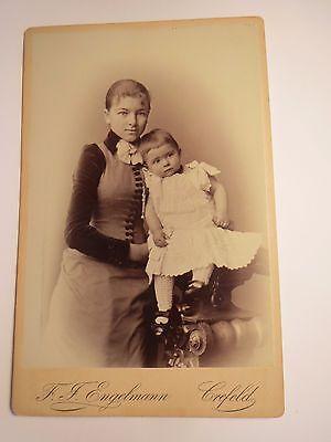 Crefeld - Krefeld - Mädchen und kleines Kind - Portrait / KAB