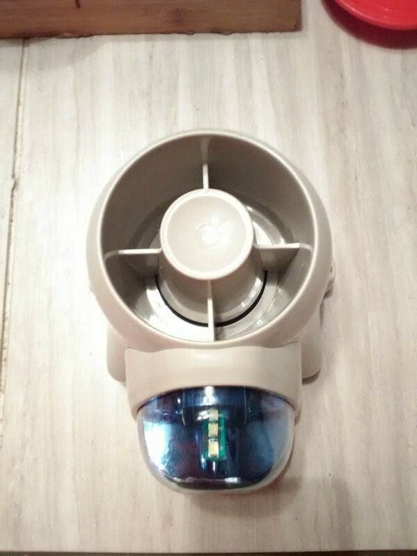 W Box 0E-OUTDSIRSB Indoor/Outdoor Self Contained Siren with Blue Strobe