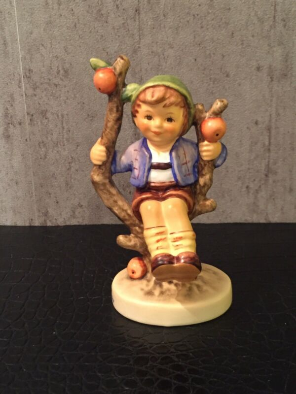 STUNNING HUMMEL FIGURE HERBST APPLE TREE BOY