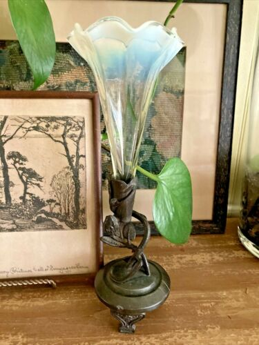 """Vintage Norwich Ruffled Glass Epergne Vase On Metal Stand With Leaves - 8.5"""""""