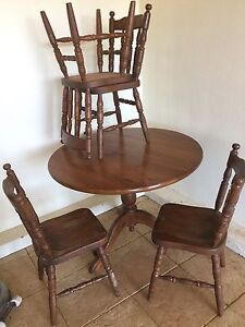 Table with 4 chairs Gulfview Heights Salisbury Area Preview