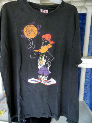 Daffy Duck: Basketball Player T-Shirt