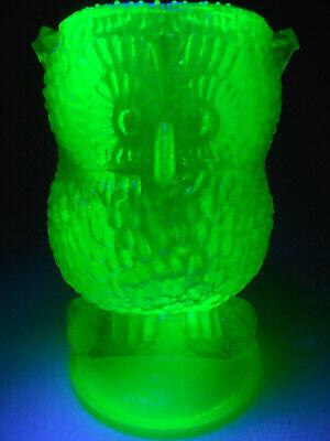 Green Vaseline glass Owl Bird toothpick / toothbrush Q-tip holder uranium snowy