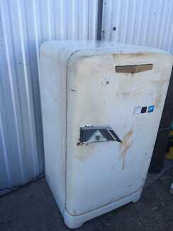 Crosley Shelvador 1950s retro fridge