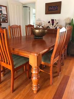 Recycled Oregon dining table and chairs