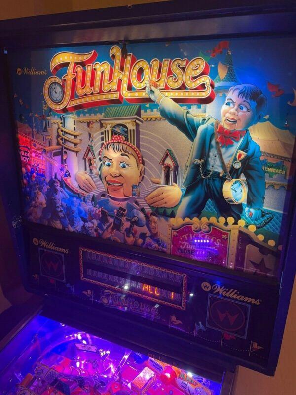 FUNHOUSE PINBALL MACHINE - w LED