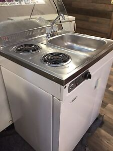 Appartment or cabin fridge stove sink