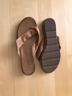 Womens Sandals Size 6 Brown Leather INUOVO Summer Beach Flip Flops