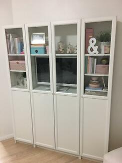 White Glass cabinet