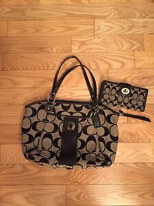 Authentic Coach purse and matching wallet  London Ontario image 4