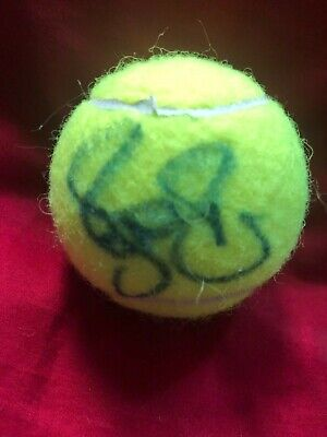 Roger Federer  signed tennis ball best players of all (All Time Best Players)