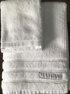 Used few time bath towels Mount Lewis Bankstown Area Preview